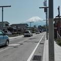 写真: 富士山に向かう道