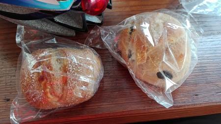 豆パンとチーズパン@スローガーデン砧
