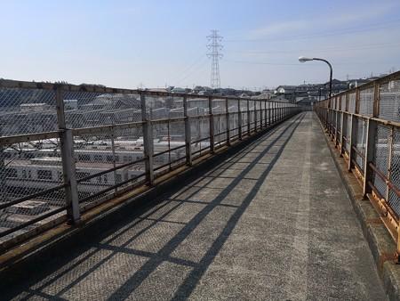 長津田車両基地の歩道橋