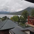 写真: 中禅寺湖を望む