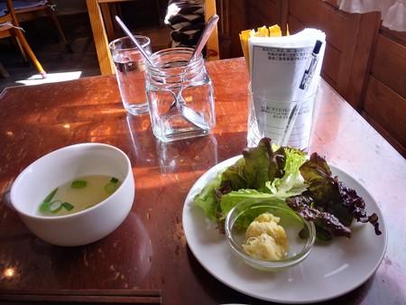 サラダにスープ@ラララ
