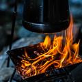 写真: 火起こし