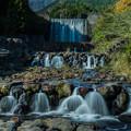 写真: 水と緑の杜公園人工滝