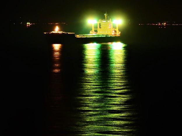 写真: 海ほたる タンカー