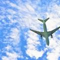 飛行機と青空