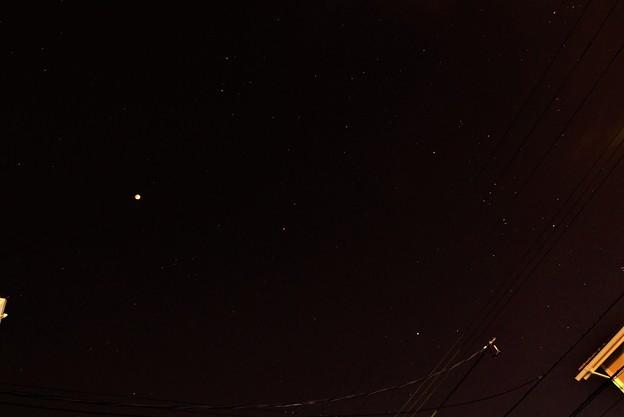 写真: 皆既月食 (星空のなか)