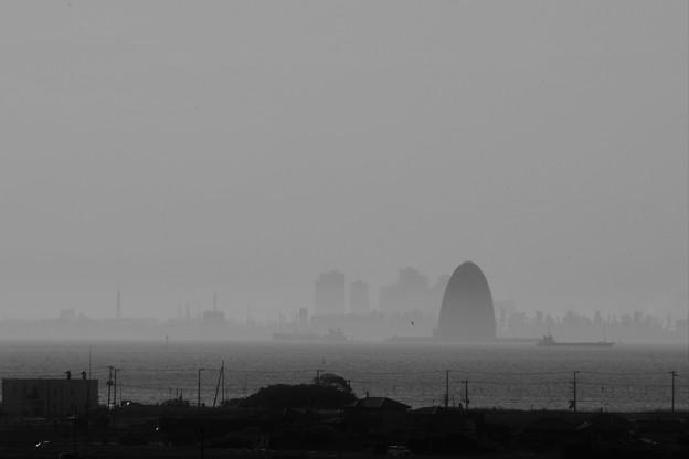風の塔遠景
