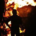写真: 炎の男