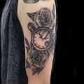 Photos: 懐中時計と薔薇