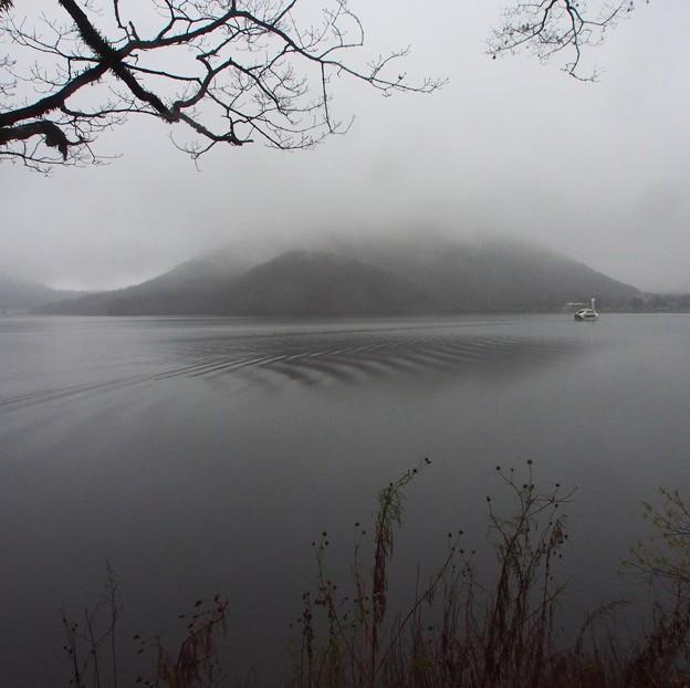 雨の榛名湖