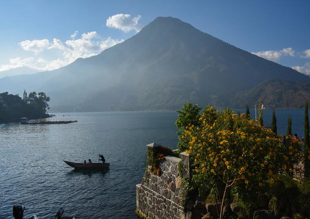 47グアテマラ-3湖畔