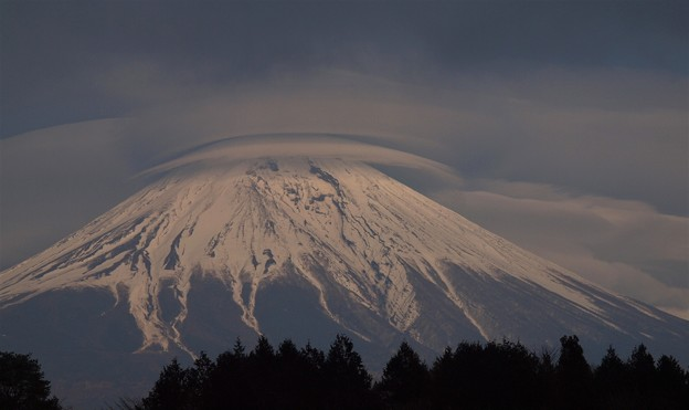 Photos: 富士とレンズ雲