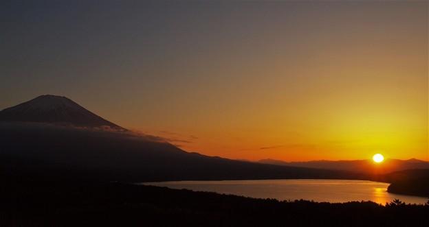 山中湖に沈む夕日