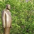 写真: 秋田県立博物館 小畑勇二郎銅像