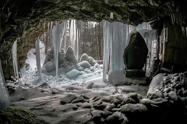 新滝裏洞窟
