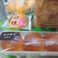 写真: 仕入れてきたパン みかん