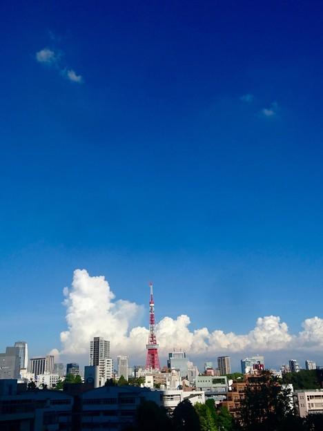 タワー もくもく雲