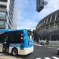 Photos: 新国立競技場前を通るハチ公バス
