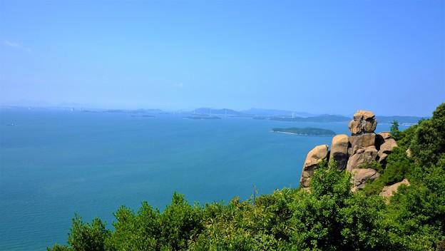 奇岩と島並み
