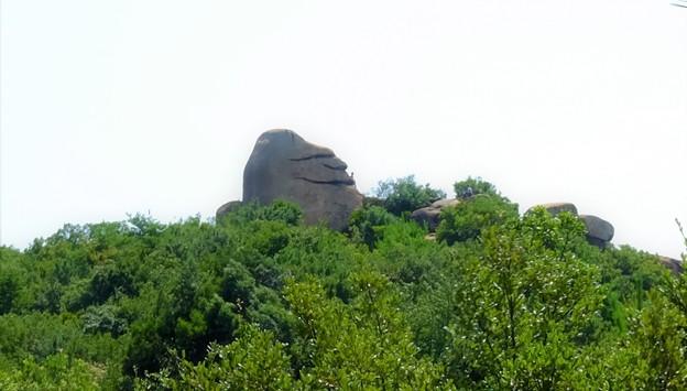 ニコニコ岩