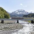 Photos: 雨飾山と大糸線