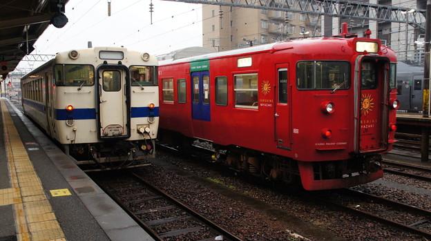 JR九州 キハ40 8054と713系 LK4