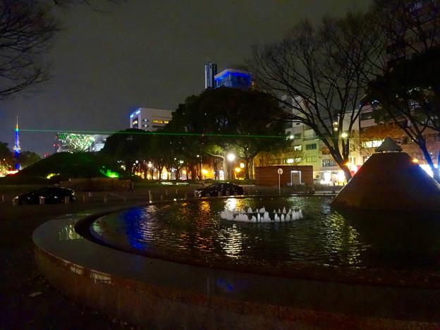 写真: 名古屋テレビ塔に向けてレーザー光線を出している、久屋大通公園噴水のピラミッド - 4