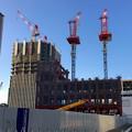写真: ささしまライブ24:建設途中の複合施設「グローバルゲート」と、愛知大学の新校舎