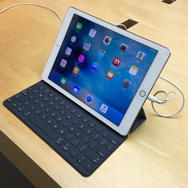 先日発売された「iPad Pro(9.7インチ)」 - 2:「Smart Keyboard」接続済み
