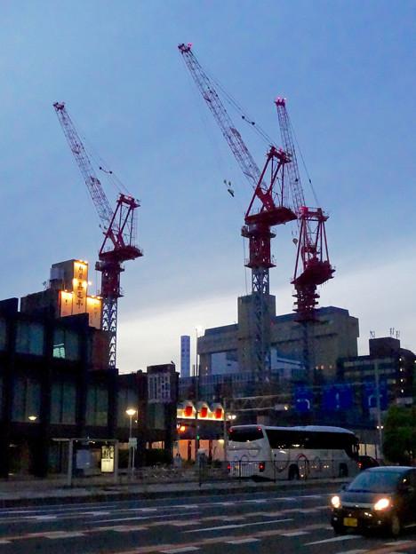 写真: 新しい建物を建設中の御園座(夜) - 2
