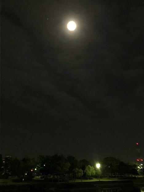 iPhone 8で撮影した皆既月食:欠け始め - 2