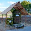 屋根付きになってたモリゾーとキッコロの植え込み像 - 2