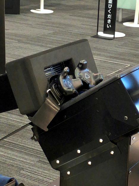 写真: VR ZONEエアポートウォーク No - 4:HTC Viveトラッカー