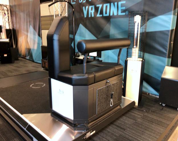 VR ZONEエアポートウォーク No - 12:ガンダムの手の平の上体験用の器具