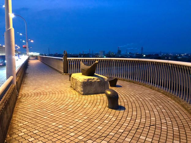 庄内川に架かる橋の名二環横の歩道 - 3:奇妙なオブジェ