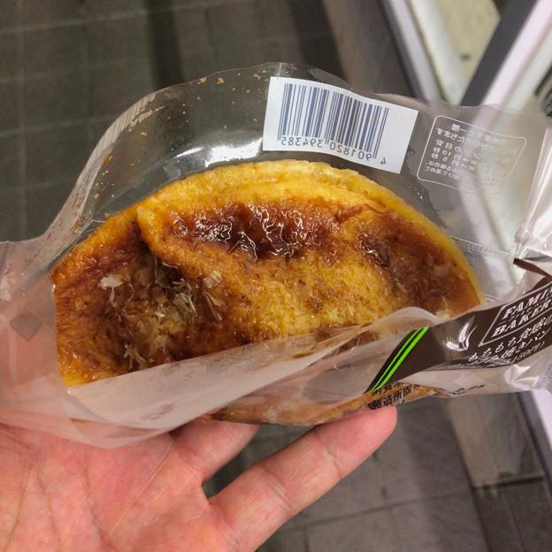 ファミリーマート:「もちもち食感のお好み焼きパン」 - 3