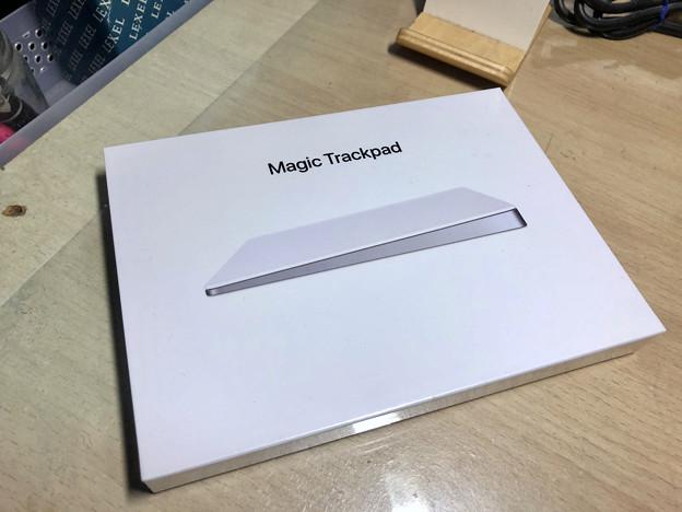 Magic Trackpad 2 No - 1:箱表面