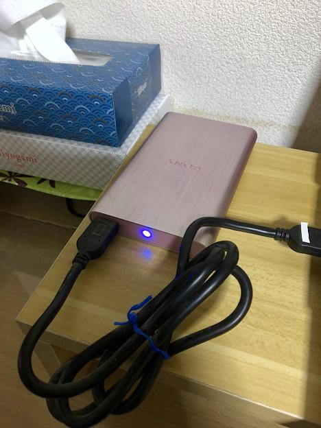 ソニーのポータブルHDD「HD-EG5」No - 10:接続中は青く点灯