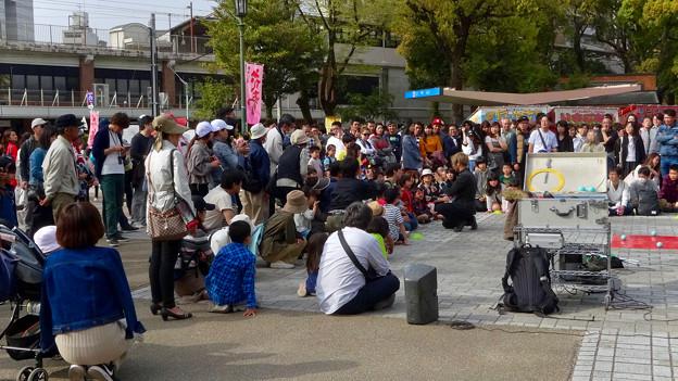 ものすごく沢山の花見客がいた鶴舞公園(2018年4月1日) - 21