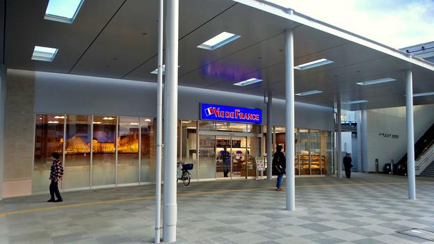 整備工事が終わったJR春日井駅(2018年4月8日) - 16:パン屋の「ヴィ・ド・フランス」もオープン!