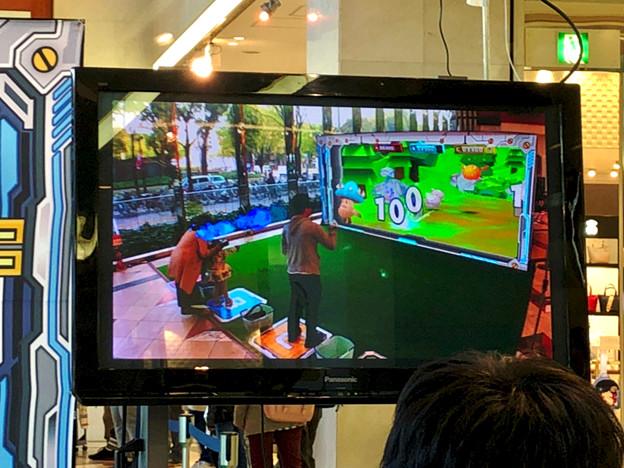 松坂屋名古屋店1階で行われていたARゲーム「HADO SHOOT(ハドーシュート)」の無料体験会 - 4:体験風景