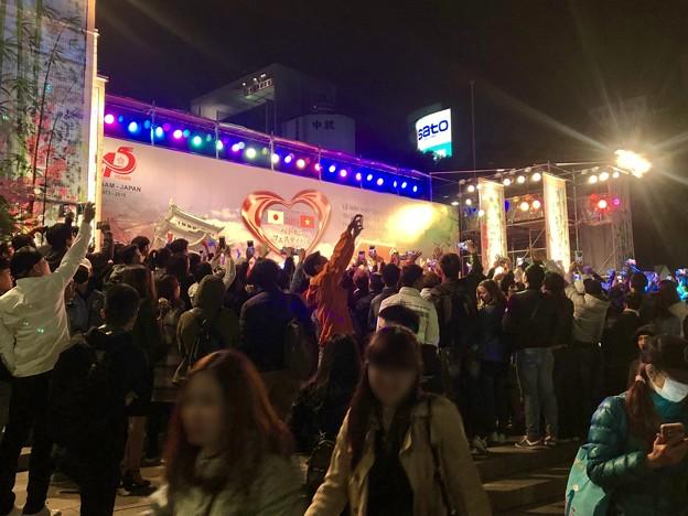 ベトナムフェスティバル ホーチミン in 愛知名古屋 2018 No - 53:1日目ラストで盛り上がる人たち