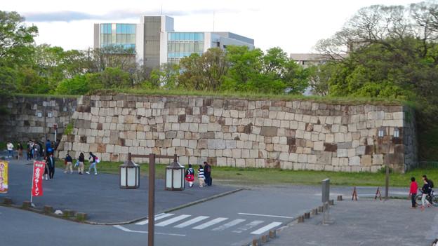 写真: 物見櫓にしたら良いのではと思った名古屋城東門前の石垣 - 2