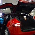 写真: 名古屋駅コンコースで展示されてたTesla「Model S」 - 5:後部トランク