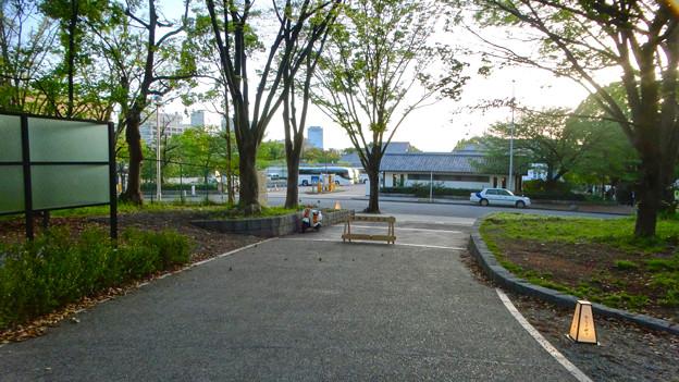 金シャチ横丁「義直ゾーン」 - 23:駐車場へと通じる道