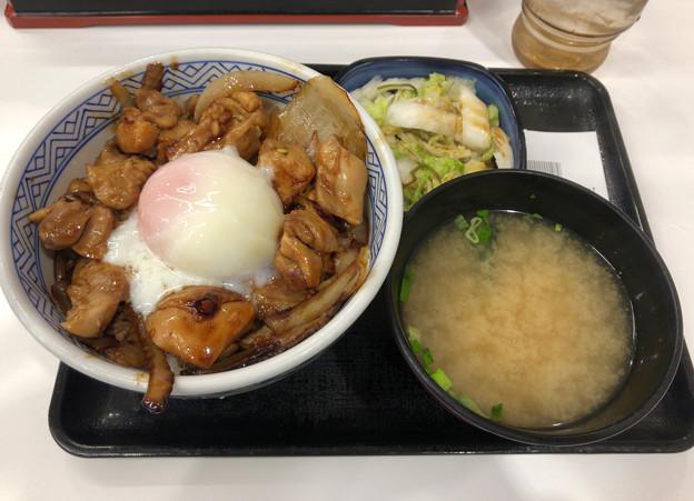 吉野家:鶏すき丼(お新香味噌汁セット) - 1