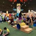 写真: アルペンアウトドアーズ春日井店:オープン直後のGWの日曜日と言うことで、人で溢れていた店内 - 2(子供の遊戯スペース)