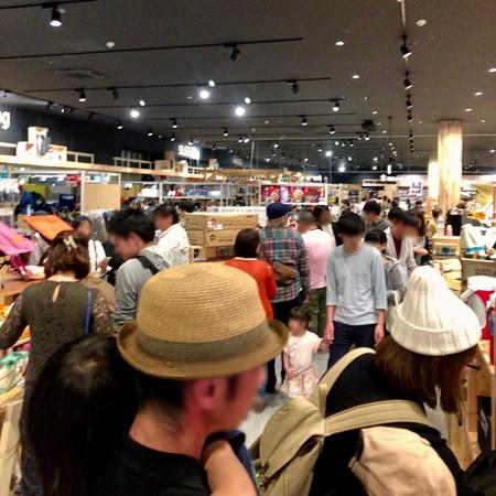 アルペンアウトドアーズ春日井店:オープン直後のGWの日曜日と言うことで、人で溢れていた店内 - 4