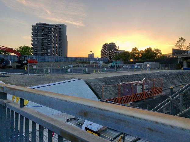 桃花台線の旧車両基地進入高架撤去工事(2018年5月10日) - 3:撤去済みの部分に設置されたフェンス