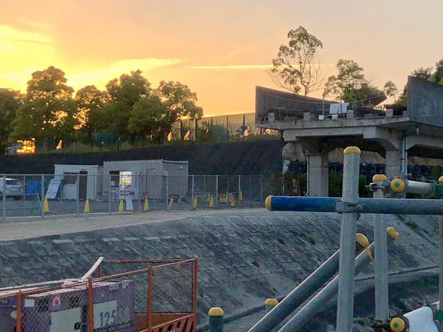 桃花台線の旧車両基地進入高架撤去工事(2018年5月10日) - 6:撤去済みの部分に設置されたフェンス